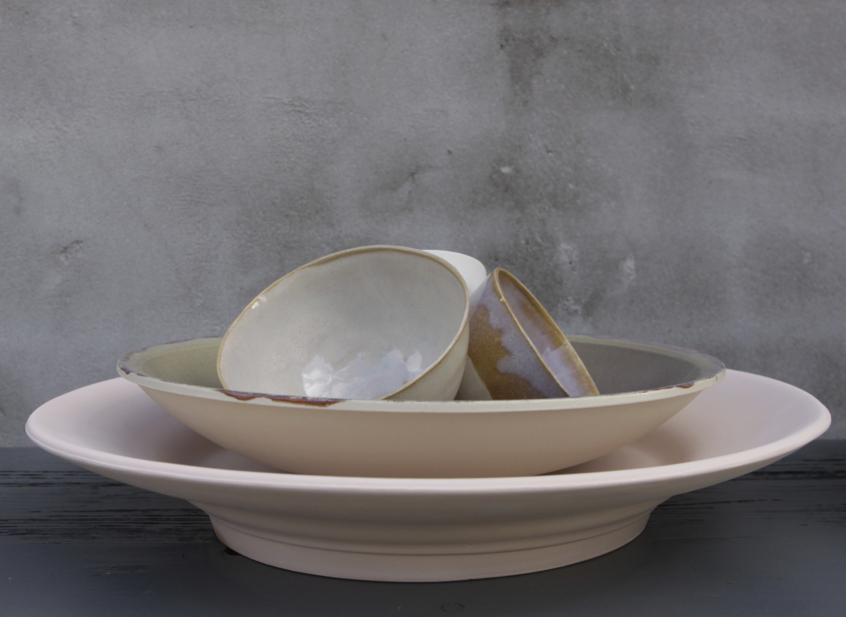 prettiest pastel cermic bowls and plates seen in a long time. More: all-es.nl