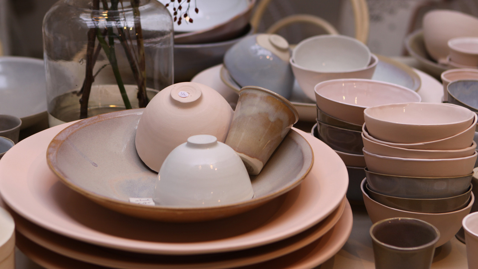 Dream table filled with pastel ceramics. To buy head on over to all-es.nl